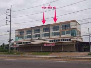 ขายด่วน.. อาคารพาณิชย์ 3 ชั้นครึ่ง 2 ห้อง ทำเลสวย ริมถนนใหญ่ ถ.สมุทรสงคราม-บางแพ ต.ขุนพิทักษ์ อ.ดำเนินสะดวก จ.ราชบุรี